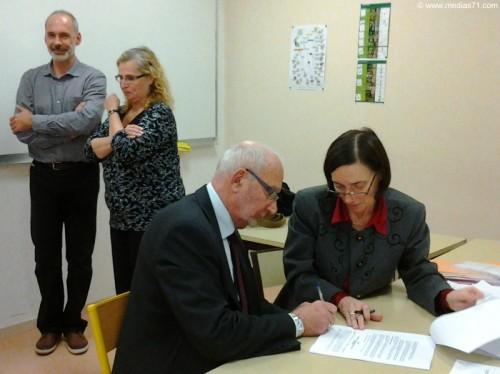 Signature de la convention de fusion