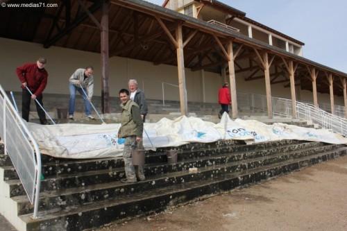 Nettoyage de la structure gonflable du Conseil Général du 71 pour le point d'arrivée